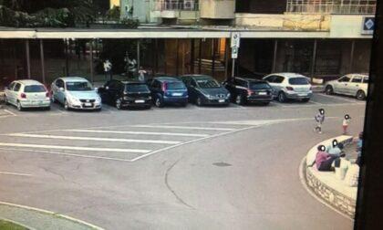 S'infila in una porta di servizio e scompare, bimbo di due anni ritrovato dai carabinieri