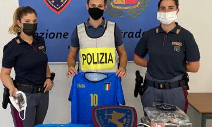 Magliette da calcio e mascherine contraffatte: scoperta stamperia abusiva a Palosco