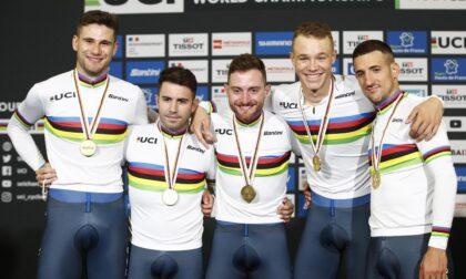 Simone Consonni fa il bis: oro ai mondiali di ciclismo nell'inseguimento a squadre