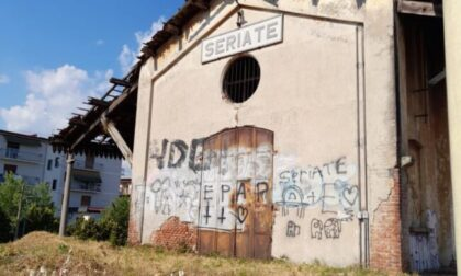 Degrado e sporcizia in stazione a Seriate, presidio della Lega: «Situazione inaccettabile»