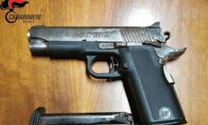 Pistola rubata sotto il materasso: in carcere un 33enne