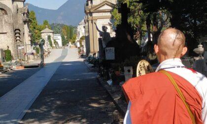 L'omaggio del monaco giapponese alle vittime del Covid