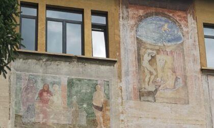 Stanno scomparendo gli affreschi sui muri della scuola della Carrara. Bisogna tutelarli