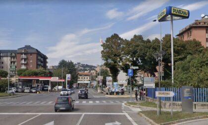Una rotonda con fontana al posto del semaforo fra via Autostrada e via Carnovali