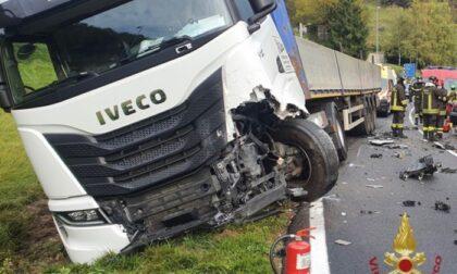 Ranzanico, violento scontro frontale tra camion e auto: quattro feriti