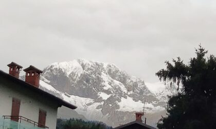 Non solo pioggia: le foto delle montagne bergamasche imbiancate dalla prima neve