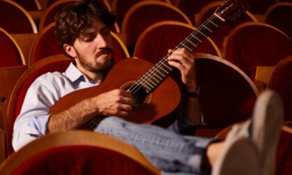 The Andre si toglie cappuccio e occhiali e si esibisce all'Auditorium di Milano